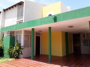 Townhouses En Alquiler Codigo 19-15943 Nelly Saavedra