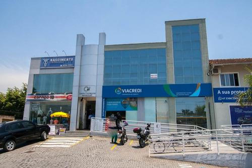 Loja Em Centro Comercial Com Aproximadamente 52m², Amplo Estacionamento, Baixo Custo De Condomínio, Banheiro Coletivo, 1 Vaga De Garagem. - 3571290l
