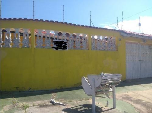7913 | Casa Com 3 Dormitórios Com Churrasqueira Em Itanhaém