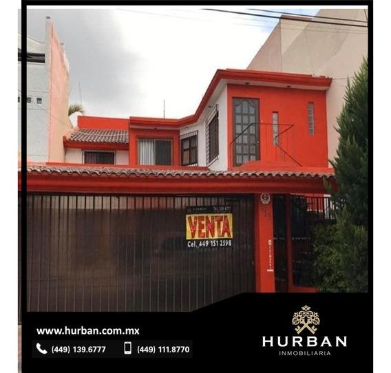 Hurban Vende Casa Con Dos Departamentos Independientes.