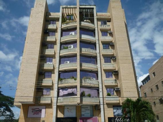 Apartamento En Venta Urb.el Toro De Las Delicias-maracayhcc