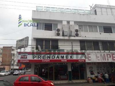 Renta Local Comercial 242 M² Centro Poza Rica Veracruz. Cuenta Con Una Superficie De 242 M², Con 60 M² De Construcción Que Consta De Oficina, Cocina, Bodega, Baños De Hombres Y Mujeres, Barra De Bebi
