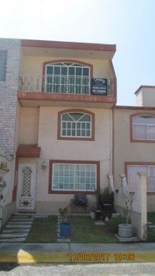 Casa Tres Niveles !! Recién Remodelada Fracc. Las Américas Cerca De Av Central Y Cto Mexiquense,