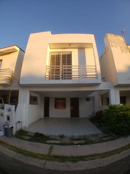 Casa 3 Cuartos, En Coto Con Seguridad, Aire, De Lujo, Madera