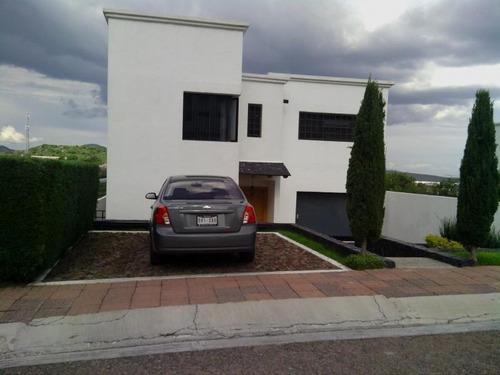Hermosa Casa En Venta En Juriquilla, Alberca, Roof Garden, 4 Habitaciones, Linda