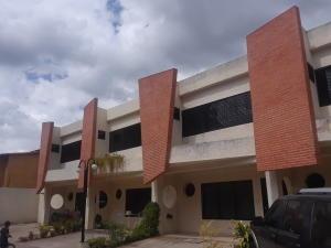 Se Vende Townhouse En Naguanagua # 20-5218 Opm 04244404205
