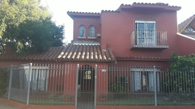Casa De Dos Plantas - Ideal Dos Familias- Excelente Estado- Apto Crédito.
