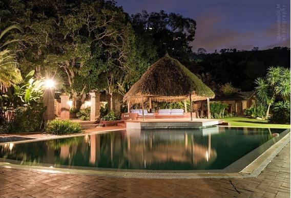 Mágica Hacienda Con Piscina Y Caballerizas