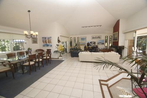 Espectacular Casa Ideal Para Vivir Todo El Año A Metros De Shopping- Ref: 1207