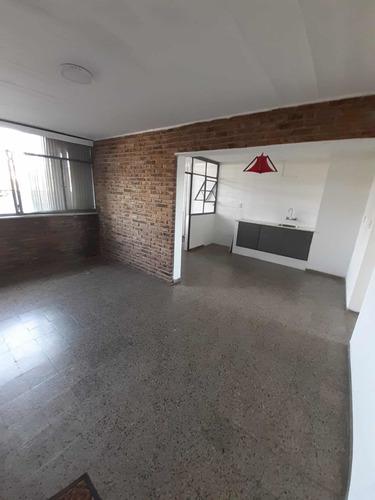 Apartamento Céntrico , Amplio Y Muy Iluminado