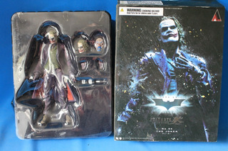 The Joker No. 04 Play Arts Kai Dc Batman Figura