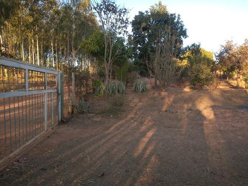 Imagem 1 de 9 de Chácara Com 2.500 Mt Bem Localizada ! Chamem No 61 995995549