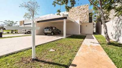 Residencia Con Alberca, Modelo Amenia, En Privada Parque Central.