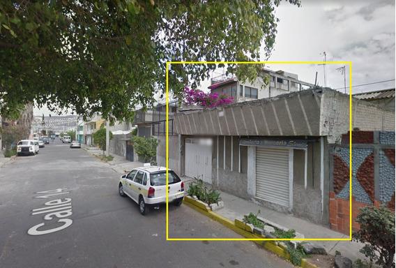 Bonita Casa En Remate, Cuenta Con Local Comercial 40%