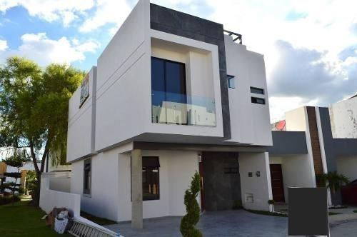 Casa Con Roof Garden En Altavista Residencial En Zapopan