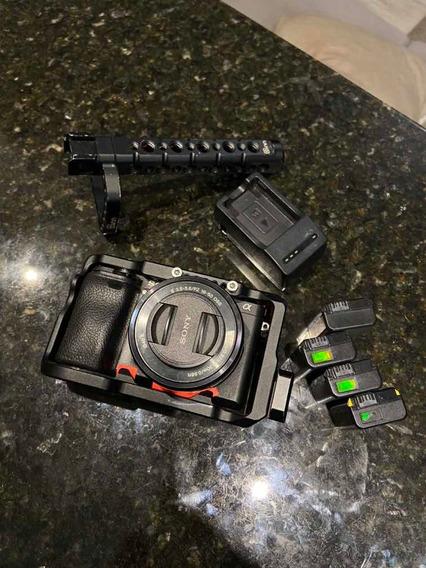 Sony A6300 + Lente 16*50mm + 4 Baterias + Cage + Handle