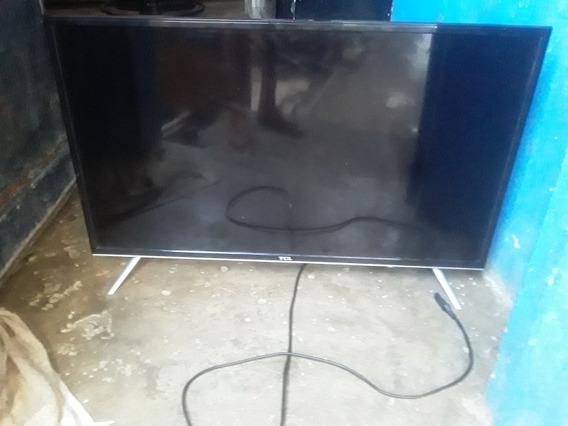 Tv Tcl 32 Polegadas Pra Retirada De Pessas A Tela Ta Quebra