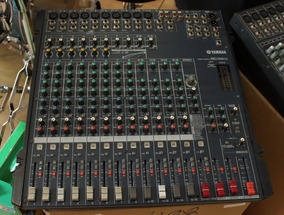 Mesa De Som Yamaha Mg166cx 16 Canais - Usada