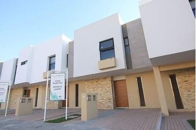 Estrena Preciosa Casa En El Refugio, Alberca, 3 Recamaras, 2.5 Baños, Jardín..