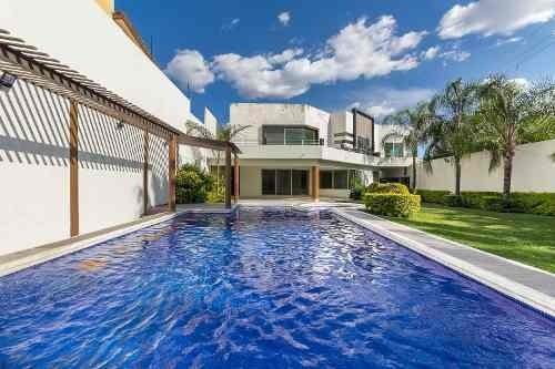 Majestuosa Residencia Al Sur De Cuernavaca Con 5 Recamaras