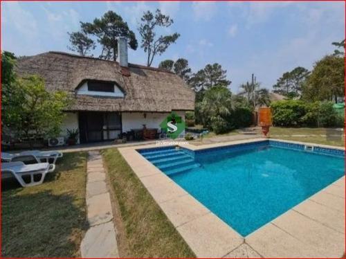 Venta Y Alquiler De Casa En Pinares, 4 Dormitrorios, 3 Baños, Piscina, Buen Lugar.- Ref: 168100