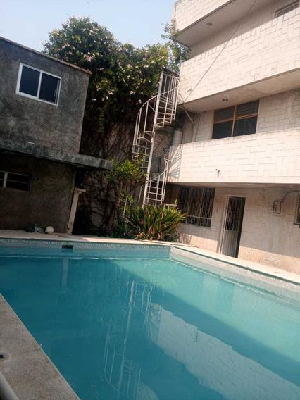 Casa 8 Recamaras 4 Baños 2 Medios Baños, Alberca Y Explanada
