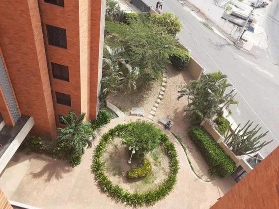 Apartamentos En Alquiler Valle Frio 20-10232 Andrea Rubio