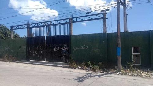 Venta De Bodega Con Terreno Centrico Av Kabah Cancún