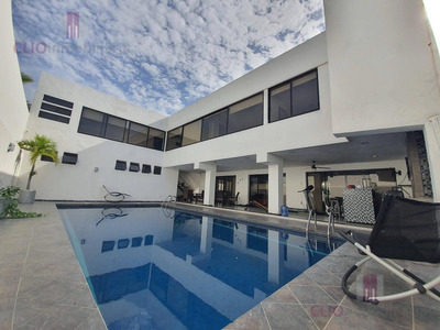 Hermosa Y Amplia Residencia En Costa De Oro