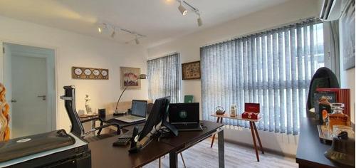 Oficina Sin Muebles Frente A Wtc: Cocina Independiente, 1 Baño Y 1 Garage