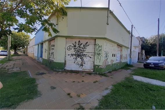Casa De 2 Dormi Con Locales Y Patio A Reciclar!!!