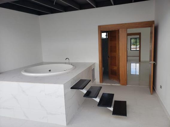 Oferta: Penthouse Con 4 Habitaciones Y 4.5 Baños En Sfm.