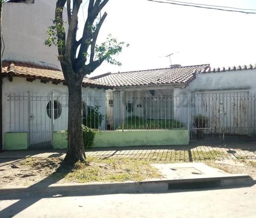 Imagen 1 de 12 de 71 Y Boulevard 81. Casa En Venta En La Plata