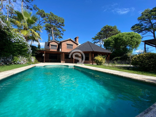 Casa En Playa Mansa Con Piscina- Ref: 4287