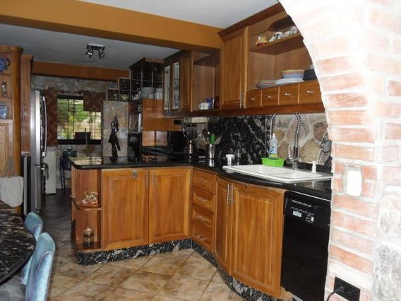 Townhouse En Venta Las Chimeneas Valencia 20-4462 Gz