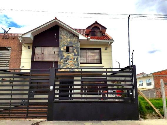 Casa De 3 Pisos Amoblada Minimalista