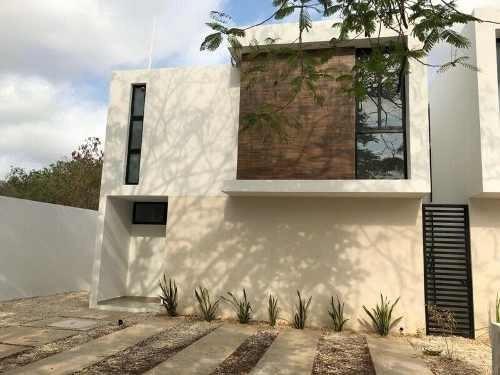 Se Renta Hermosa Casa De 3 Recámaras En Privada Bolonia En Cholul