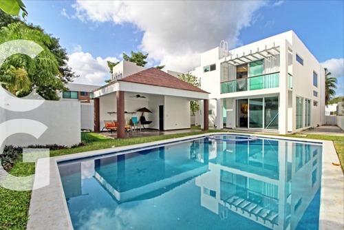Casa En Venta En Cancun En Residencial Lagos Del Sol 3 R