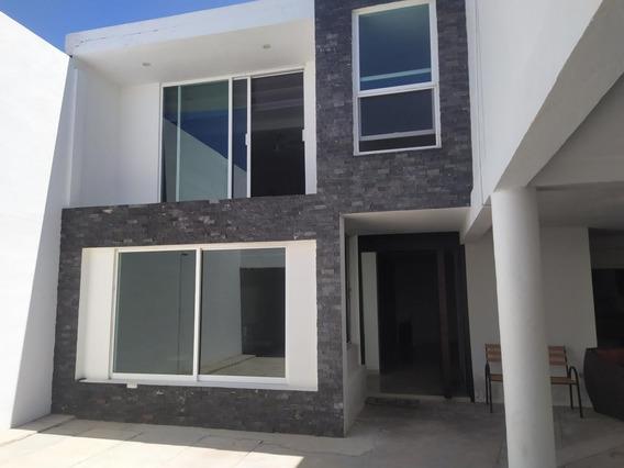 Moderna Casa En Venta Dos Plantas Colonia Iv Centenario