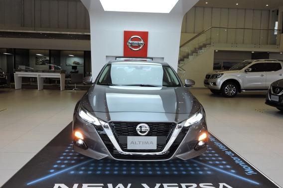 Nissan Altima, Motor 2.0 Modelo 2019, Gris 5 Puertas