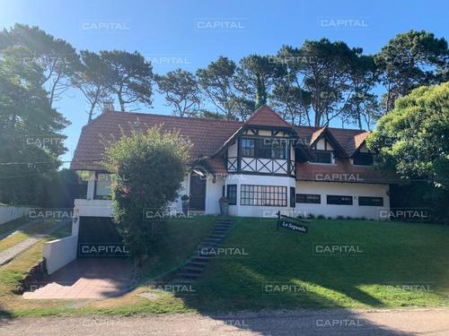 Casa De 5 Dormitorios En Playa Mansa Punta Del Este-ref:28553