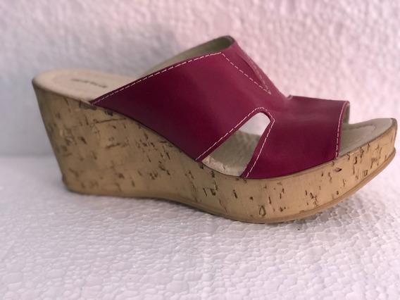 Sandalia De Cuero Color Uva Ot705