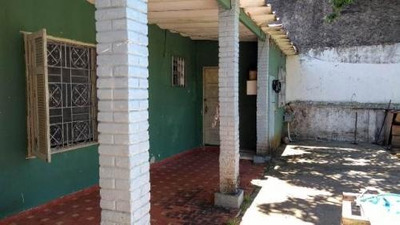 Casa Á 600 M Do Mar, Em Itanhaém! Com 01 Quarto. Lote Amplo.