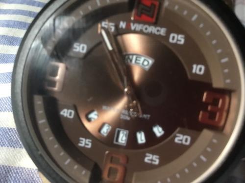 Relógio Naviforce, Fundo Marrom, Calendário Triplo. Novo.