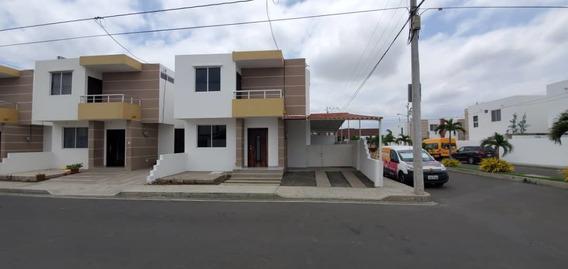 Casa De 3 Cuartos 3 Baños 146 M2 Estacionamiento Con Techo