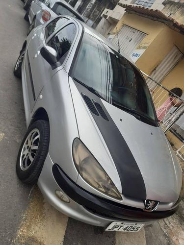 Imagem 1 de 13 de Peugeot 206 2006 1.4 Holiday 5p