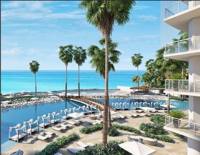 Lujosas Torres De Apartamentos Con Hermosa Vista Al Mar