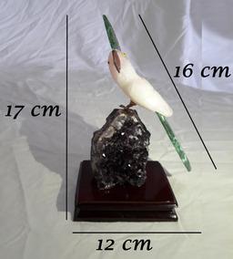 Pássaro Cacatua Em Pedras Naturais Brasileiras