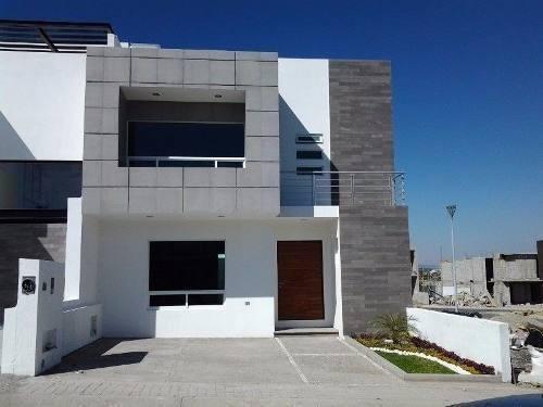 Residencia En San Isidro Juriquilla, 3 Recs, Estudio, Jardín