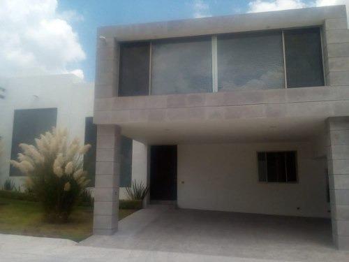 En Real De Juriquilla, Acabados Premium, Privada Con 5 Casas